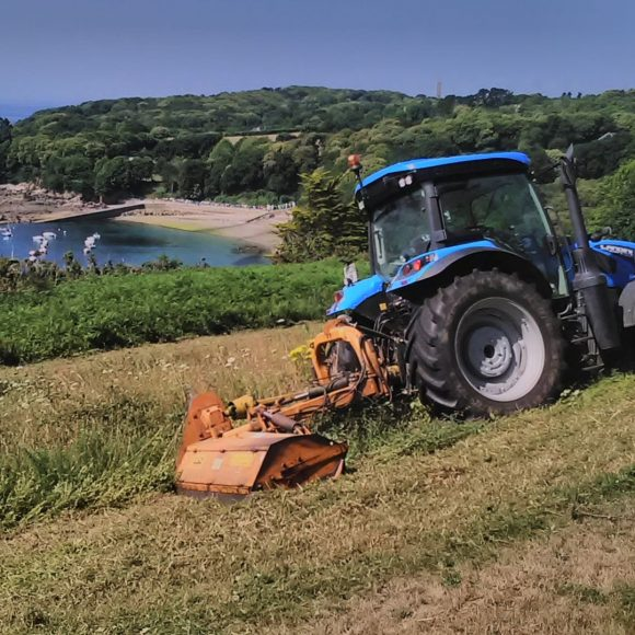 Tracteur broyeur accotement